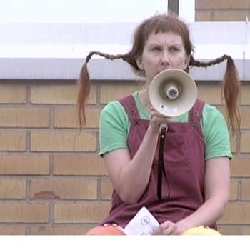 Sunnuntaivieras: Arja Palonen taistelee kirjastonhoitaja-stereotypioita vastaan