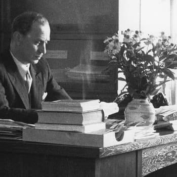 Kirjakerho: Moskova polttaa Olavi Paavolaista