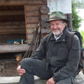 Tienviittoja: Opastus vei opettaja Matti Piiraisen mennessään