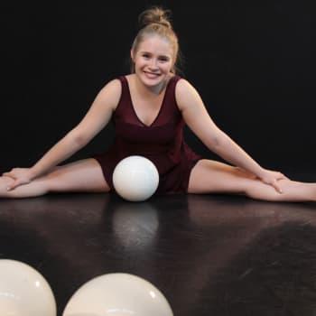 Sunnuntaivieras: Jalat edellä betoniin - Nelli Kujansivu piti kiinni unelmastaan ja valmistuu sirkusammattilaiseksi