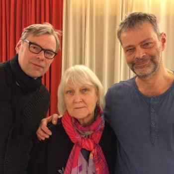 Roman Schatzin Maamme-kirja: Tuhannen teatterin maa
