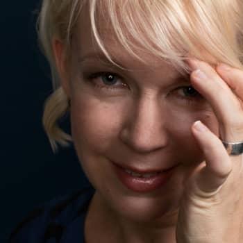 Tekijä: Kirjailija, elokuvantekijä Elina Hirvonen
