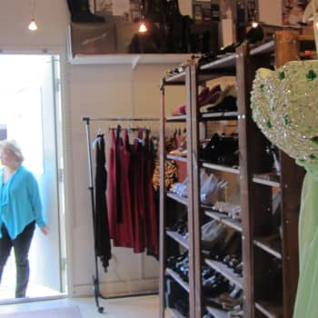 Sydänmaa, Alavus: Pienten naisten vaatekauppa Marjoxs, yksinlaulu, vanha asema