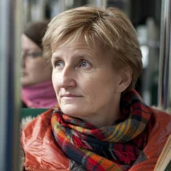 Viikon kirja: Kirjailija Minna Lindgren ja romaani Ehtoolehdon tuho
