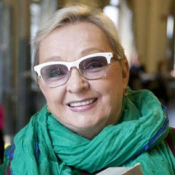 Viikon kirja: Kirjailija Raija Oranen ja romaani Aurora