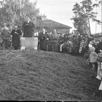 Viikon kirja: Tietokirjailija Jouni Tilli ja Suomen pyhä sota. Papit jatkosodan julistajina