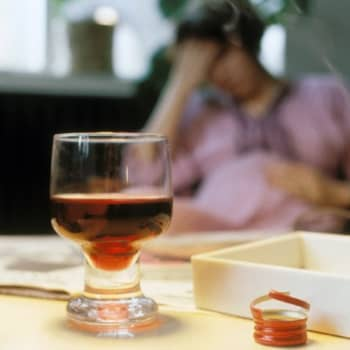 Otteita suomalaisten elämästä.: Viini virtaa eli kuinka päivittäinen tissuttelu muuttaa naisen elämän