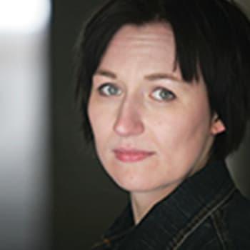Viikon kirja: Kirjailija Tiina Raevaara ja Nadja Nowak keskustelevat romaanista Laukaisu