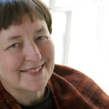 Viikon kirja: Kirjailija Leena Krohn ja Nadja Nowak keskustelevat romaanista Hotel Sapiens