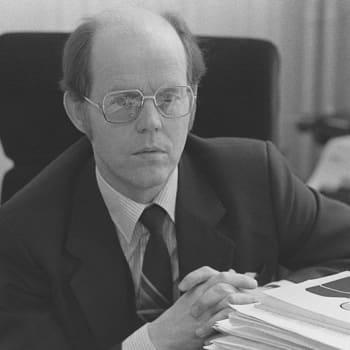 Gustav Björkstrand - teologi kulttuuriministerinä
