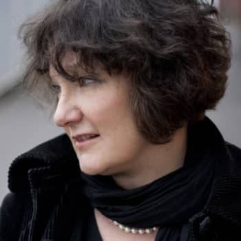 Viikon kirja: Kirjailija Monika Fagerholm ja Nadja Nowak keskustelevat romaanista Lola ylösalaisin