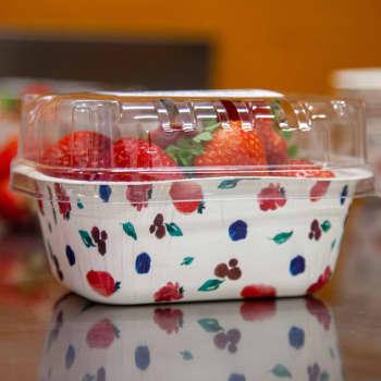 Muoviselle mansikkarasialle kehitetään kartonkista vaihtoehtoa