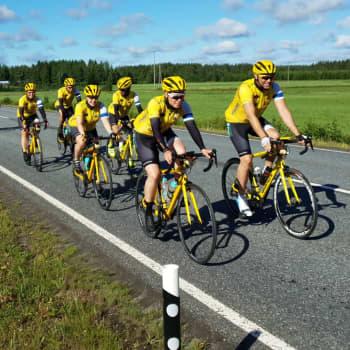 Team Rynkeby cyklar i Österbotten