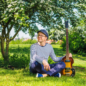 Lainalauluja, musiikillisia hatunnostoja ja haastattelussa Oona Kapari