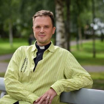 Lehmuspappi kuulostelee kaupunkilaisten tuntoja ja toimii tarvittaessa vaikka reittioppaana Lappeenrannan kesässä