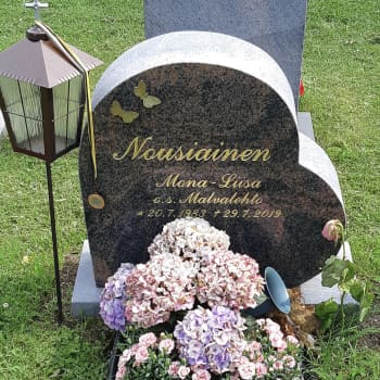 Mona-Liisa Nousiainen - Harmonikan ja hiihdon taitaja