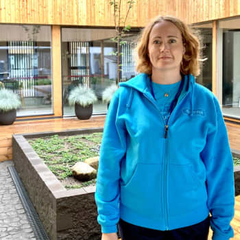 Förhandsköpta biljetter, ansiktskydd och mycket skandinavisk stil med trähus - Bostadsmässan i Tusby är igång