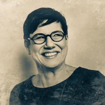 Eeva Joenpelto: vahvojen naisten kuvaaja