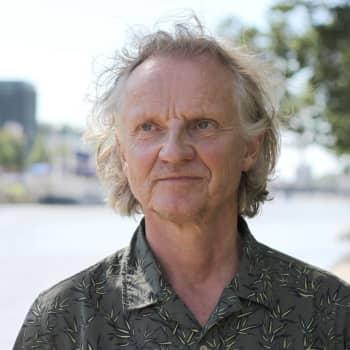 """Teaterchef Jukka Aaltonen: """"Vi planerar normalt enligt de rekommendationer som är i kraft"""""""