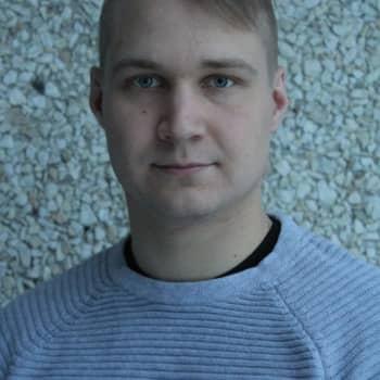 Kajaanilainen Mikko Haaja on julkaissut jo kaksi sotaromaania