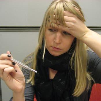 Trötthet, återkommande feber, andningsproblem är symtom på utdragen covid-19