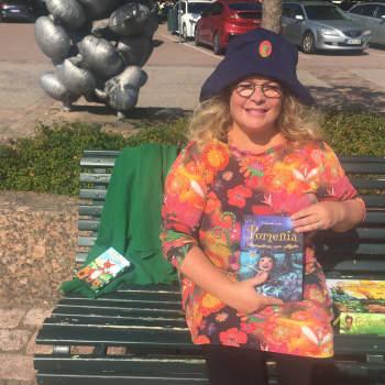 Satutaiteilija Petronella Grahn jaksoi uskoa luomaansa Pomenia -satumaailmaan
