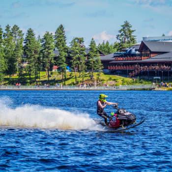 Watercross-kuljettaja Milla Romakkaniemeä ei kova vauhti huimaa - päinvastoin!