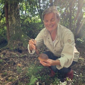 """Hushållsrådgivare Elisabeth Eriksson uppmarar alla att gå ut i skogen: """"Redan bara att gå och andas i skogen kan lugna ner"""""""