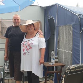 Oikea elämä alkoi asuntovaunussa, sanovat Tiina ja Arto Sokoli