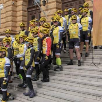 Hyväntekeväisyysjoukkue Oulusta pyöräilee sairaiden lasten hyväksi
