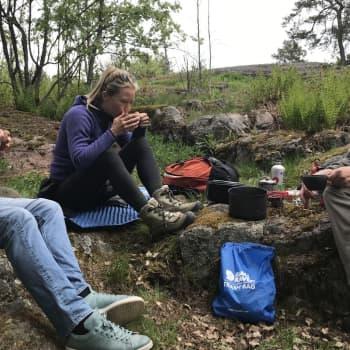 På upptäcktsresa i den egna skogsgläntan tillsammans med äventyraren Pata Degerman