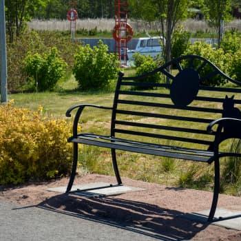Dora Siivonens minnebänk invigdes i Norrby