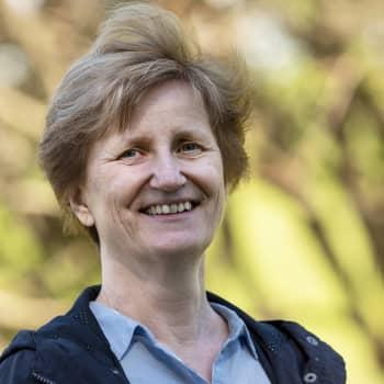 """""""Olen yllättynyt, miten poliittinen kirja tästä tuli"""", sanoo Minna Lindgren"""
