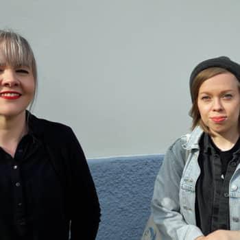 """Laulaja ja lauluntekijä Piia Viitanen: """"Niin pientä asiaa ei ole, mistä laulua ei voisi tehdä"""""""