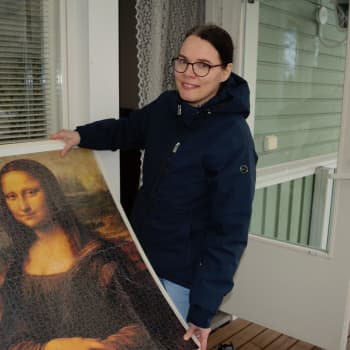 Palapelit ovat koronakevään hitti - Kirsi teki haastavan 1500 palaisen Mona Lisan sisulla valmiiksi