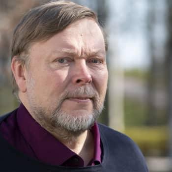 """""""Minulla oli tietokoneella auki 4500 erilaista verkkosivua"""", kertoo Markus Leikola jättiromaaninsa kirjoittamisesta"""