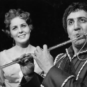 Kuusi kuvaa oopperalaulaja Anneli Rauhala-Wentzin elämästä