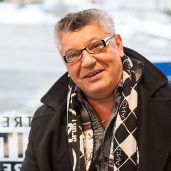 """""""Jokainen keikka jonka saan tehdä, on tärkeä"""". Rainer Bollström on laulanut suomalaisille kolme vuosikymmentä."""