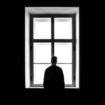 Korona, yksinolo ja stressi - miten tästä selviää?