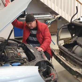 Pieni kolhu auton keulassa voi aiheuttaa yllättävän ison lasku