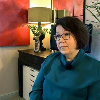 """Elina Pöyhtäri: """"Olemme halunneet tukea tamperelaistaiteilijoita, erityisesti naisia"""""""