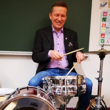 Kunnanjohtaja, puuseppä ja ammattimuusikko – Eero Ylitalo teki yli 300 keikkaa vuodessa Tarja Ylitalon yhtyeessä