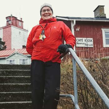 Utössä tuuli voi olla niin kovaa, että ulos on mentävä ikkunasta – syntyperäinen utöläinen Hanna Kovanen palasi juurilleen