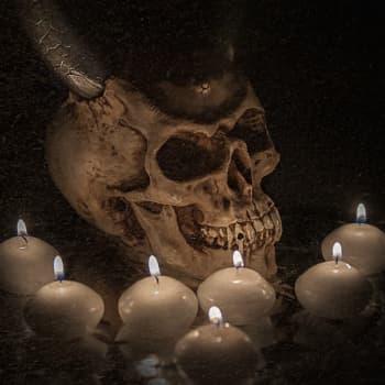 Peloteltiinko sinuakin nuorena saatananpalvonnalla?