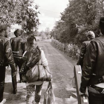 Terveet Kädet-yhtye raivasi tietä suomalaiselle hardcore punkille - valokuvaaja Heikki Kemppainen seurasi läheltä yhtyeen matkaa