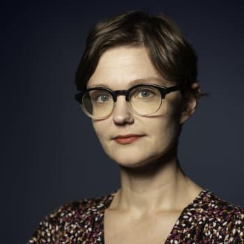 Mona Mannevuo: Sosiaalinen media altistaa yksilön kasvottoman huutoringin riepoteltavaksi