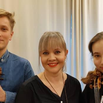 Vieraina Kuopion viulukilpailussa menestyneet Rebecca Roozeman ja Abel Puustinen
