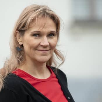 """""""Kirjoittamalla tämän kirjan, laitoin itseni enemmän alttiiksi kuin Sylvi Kekkosen"""", sanoo Johanna Venho"""