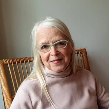 Kuusi kuvaa tekstiilitaiteilija Anna-Maija Aarraksen elämästä