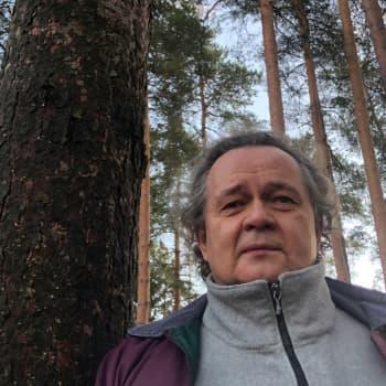 Metsäradion henkilökuvassa kuvatoimittaja Seppo Sarkkinen